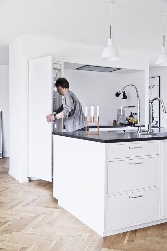 Husets hjerte er den funktionelle køkkenø.