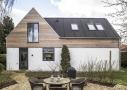 Renoveringen har givet huset mere plads, bedre dagslys, bedre planløsning og et nyt og moderne udtryk.