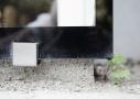 Beslag af rustfrit stål Glaskarnappens lette udtryk tynges ikke af de synlige men diskrete udvendige beslag i rustfrit stål.