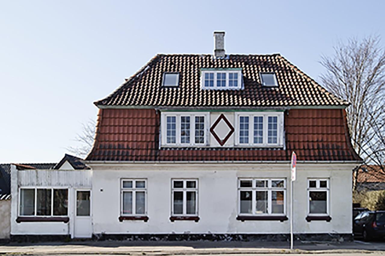 Det oprindelige byhus fra 1924 var kun isoleret på kvisten med 2 cm. tangmåtter fra da det oprindelig blev opført i 1924.