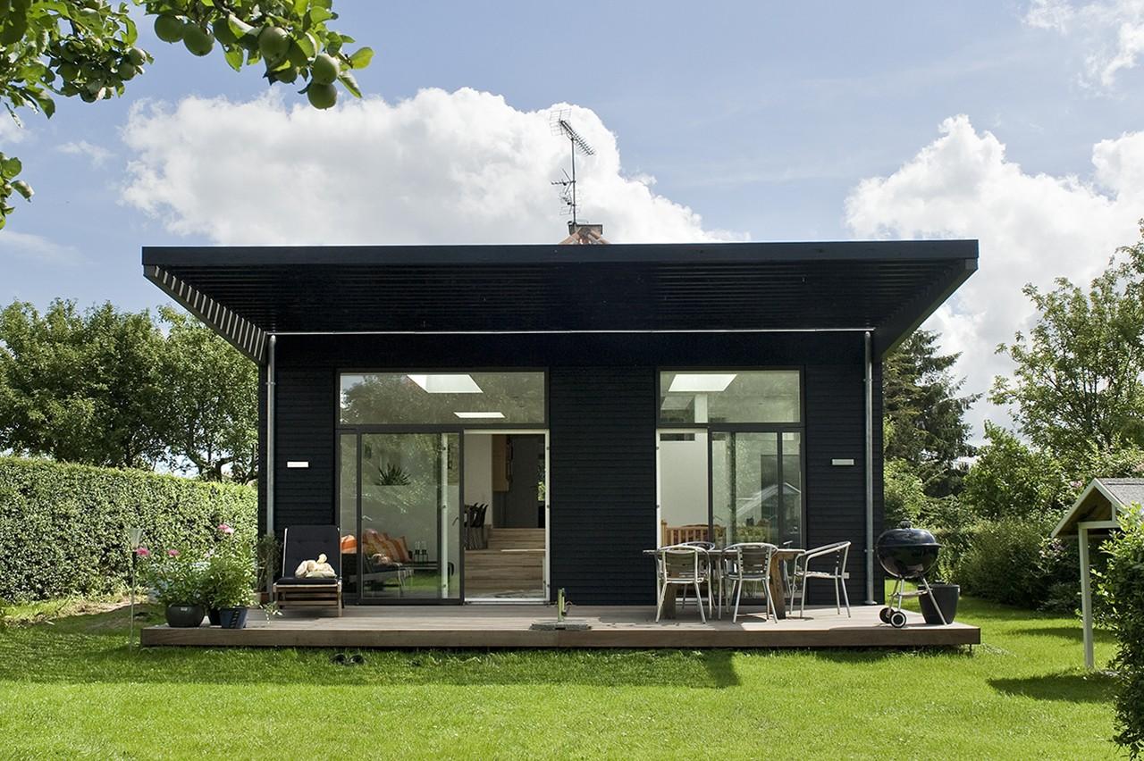 Tilbygning løste familiens pladsbehov. Den stilfærdige bungalow fra 1930'erne fik ved en større ombygning føjet 51 m2 til sit oprindelige boligareal på 134 m2.