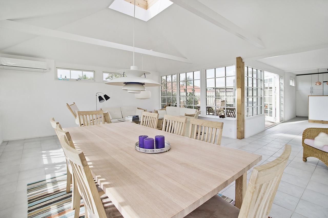 Ombygningen gav flere kvadratmeter og dejlig belysning fra ovenvinduet og de nye vinduer og døre
