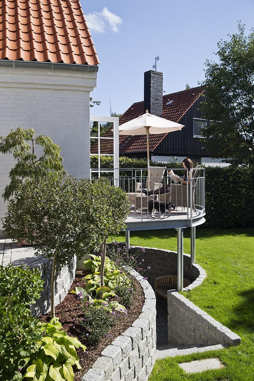 Tilbygning af anneks gav plads til familiens teenager, og direkte udgang til den sydvendte balkon.