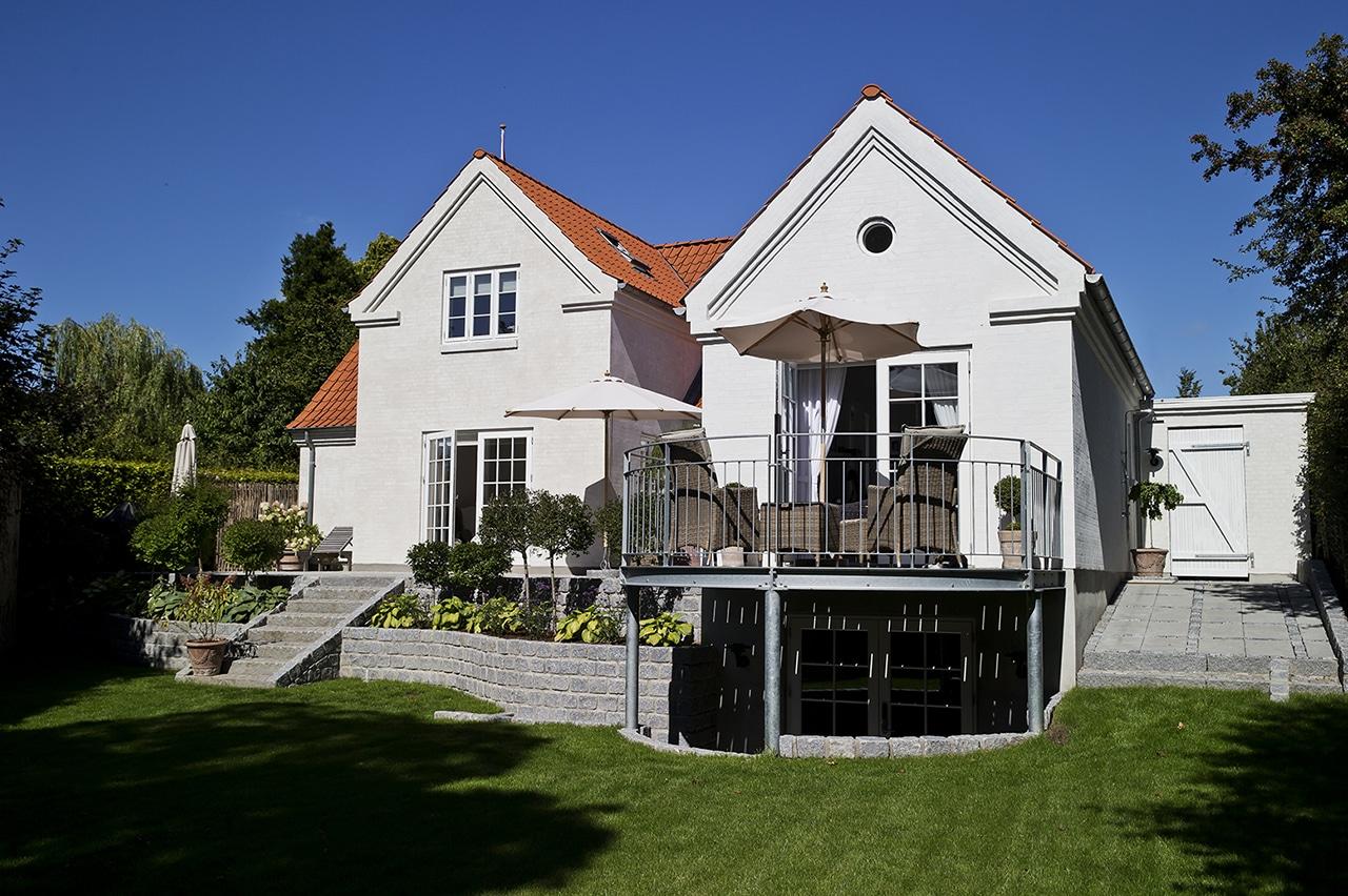 Tilbygning af anneks gav plads til familiens teenager, og smukt samspil med haven.
