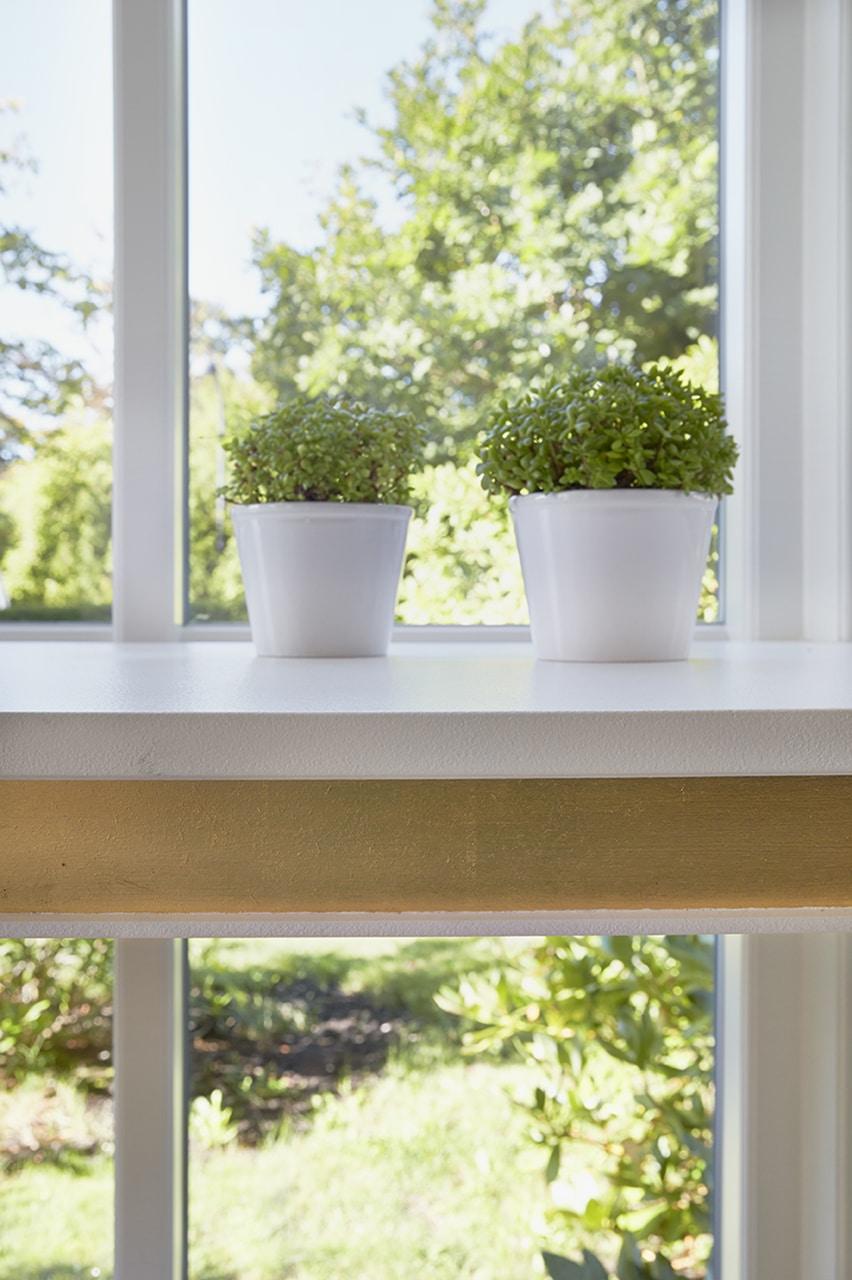 De ekstra glasfelter gør, at familien får fuldt udbytte af dagslyset i stuen.