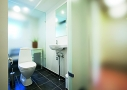 Funktionel inddeling mellem badeværelsets funktioner. Badeværelset blev indrettet omkring en midterkerne med små funktionsnicher i det store fælles badeværelse.