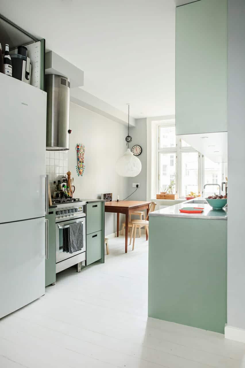 Ombygning af lejligheden fremtryllede plads og dagslys, nyt køkken-alrum med bedre dagslys.