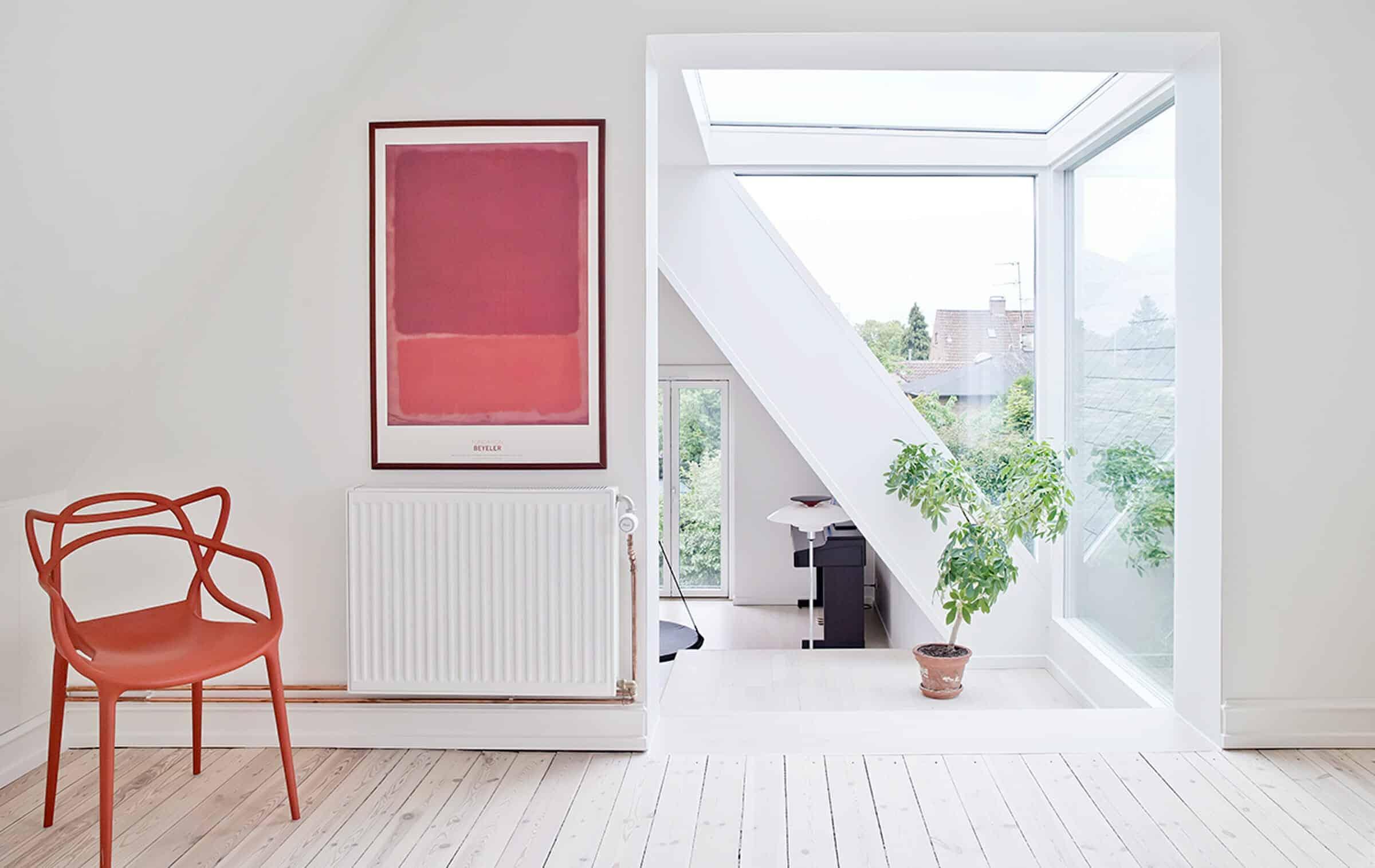 Den nye glaskvist mellem oprindeligt hus og tilbygning lukker masser af lys ind.