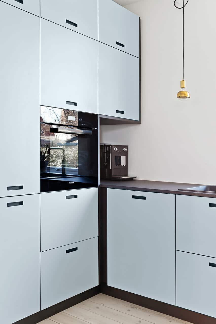 Minimalistiske køkkenfronter i det ombyggede køkken