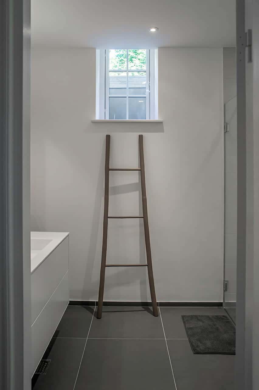Renoveret kælder med nyt bad og gulvvarme
