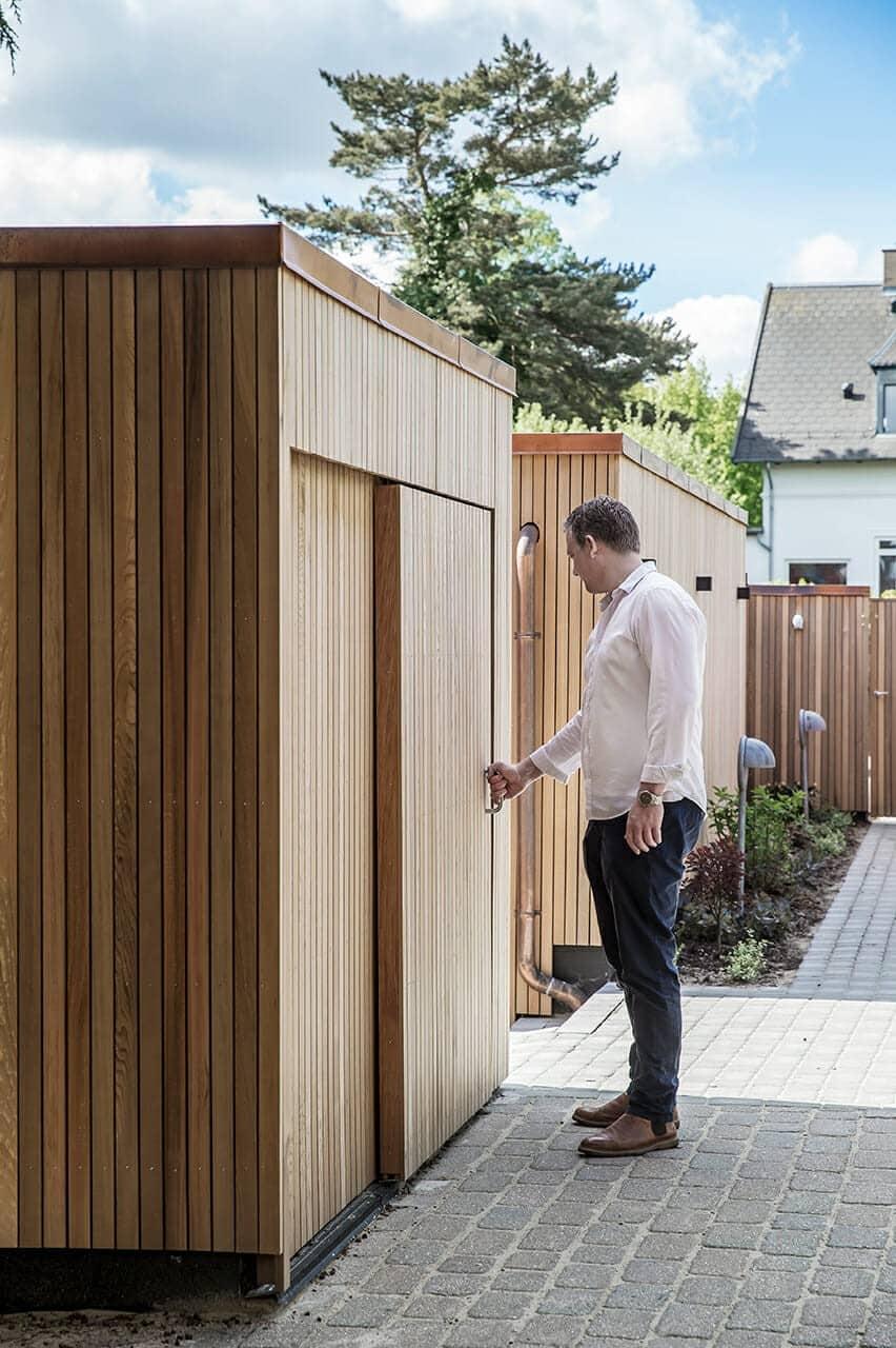 Skur og garage beklædt med cedertræ
