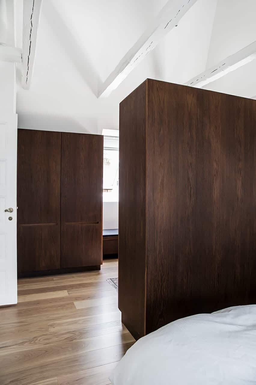Snedkerbygget garderobeskab i soveværelse