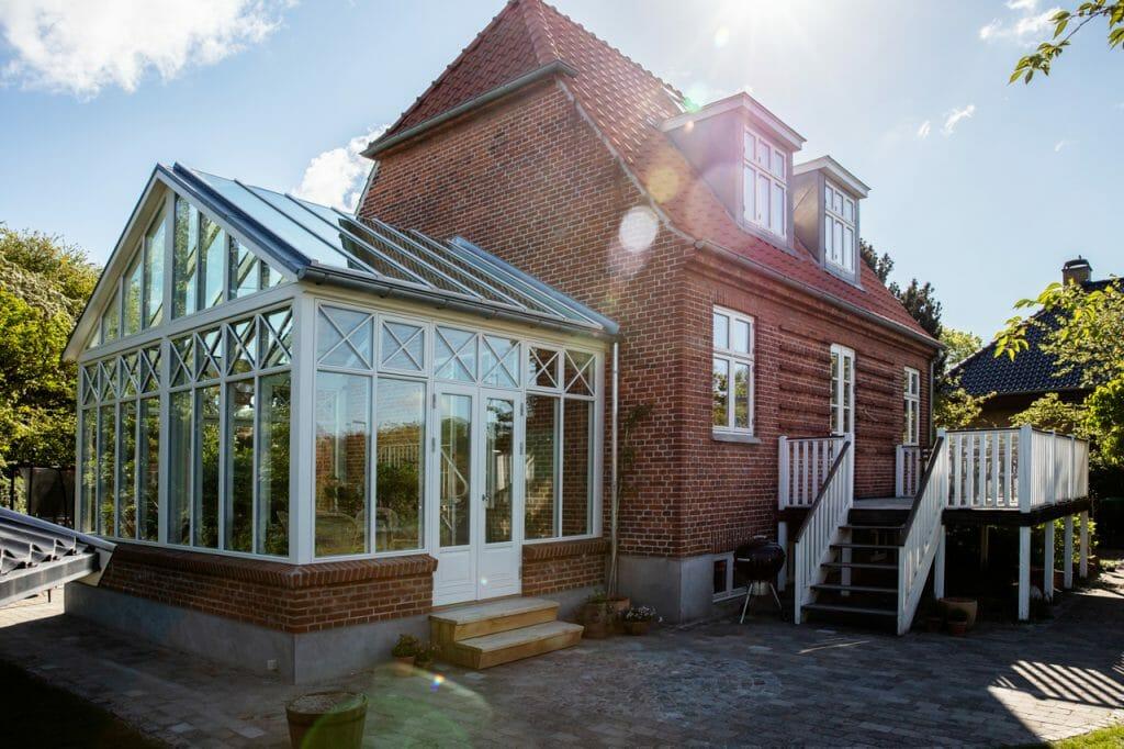 Udsigt til haven kan nydes i nyt arkitekttegnet orangeri