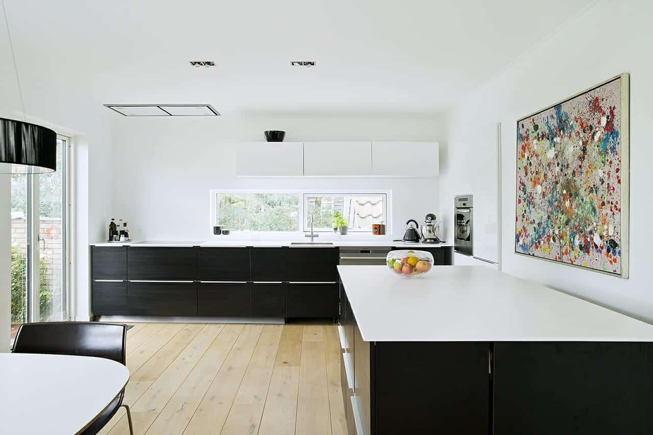 Nyt køkkenalrum med god udsigt til haven i energirenoveret murermesterhus