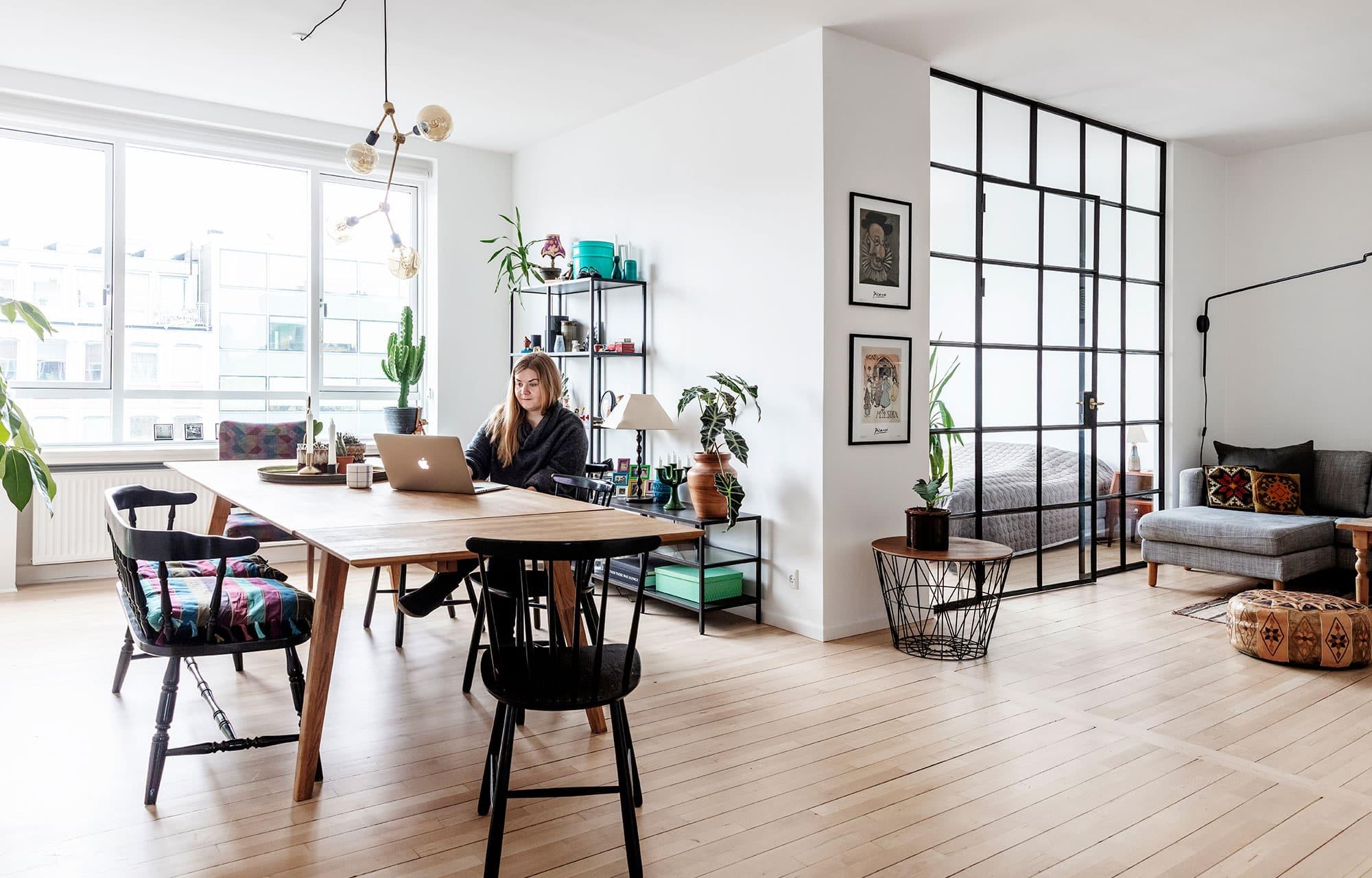 Funkislejlighed fra 1930'erne fik ny planløsning tegnet af arkitekt, hvilket gav ekstra værelse, nyt køkken og badeværelse