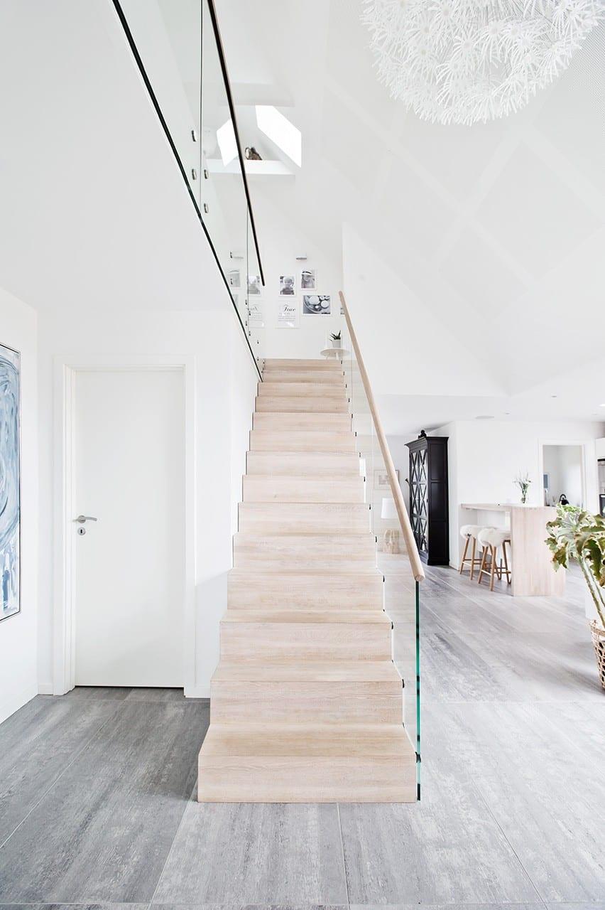 Trappen er som en skulptur i det dobbelthøje rum