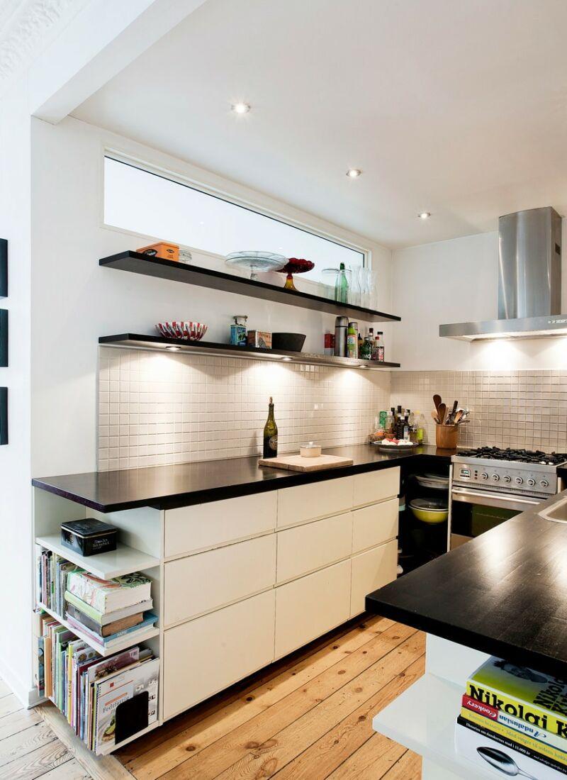 """Ombygning fra 3 til 5 værelses lejlighed opfyldte hele familien ønsker til boligen. Køkkenet skal kunne """"betjenes med lukkede øjne"""". Det var bygherrens klare definition og krav til den perfekte køkkenindretning."""